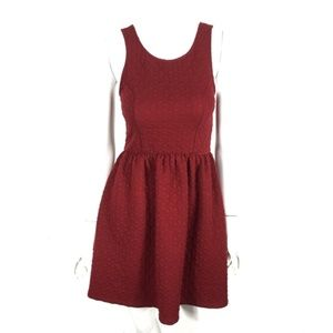 Everly Dress Textured Back Zip Maroon Small